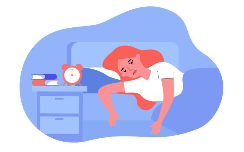 Mujer en la cama que no se siente bien
